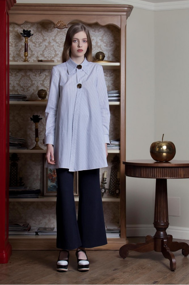 Long Shirt with two metallic buttons